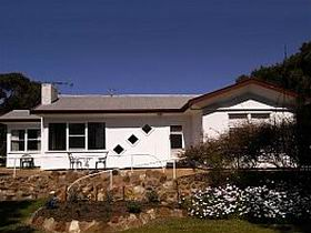 The Pines Holiday Home - Accommodation Perth