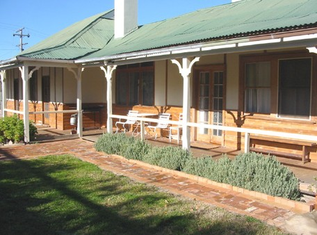 Gundagai Historic Cottages Bed and Breakfast - Accommodation Perth