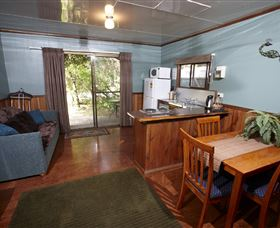 Crayfish Creek Van and Cabin Park and Spa Treehouse - Accommodation Perth
