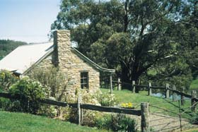 Adelaide Hills Country Cottages - Gum Tree Cottage - Accommodation Perth