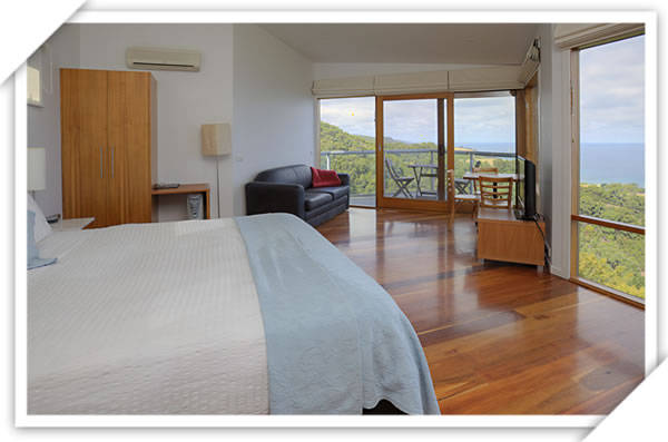 Chris's Beacon Point Restaurant  Villas - Accommodation Perth