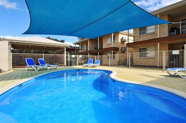 Lakeside Holiday Apartments - Accommodation Perth