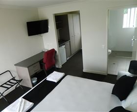 Dooleys Tavern and Motel Springsure - Accommodation Perth