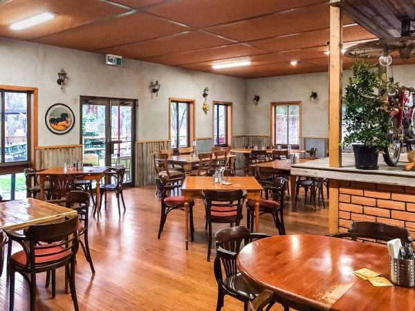 Hungry Horse Hotel Molesworth - Accommodation Perth