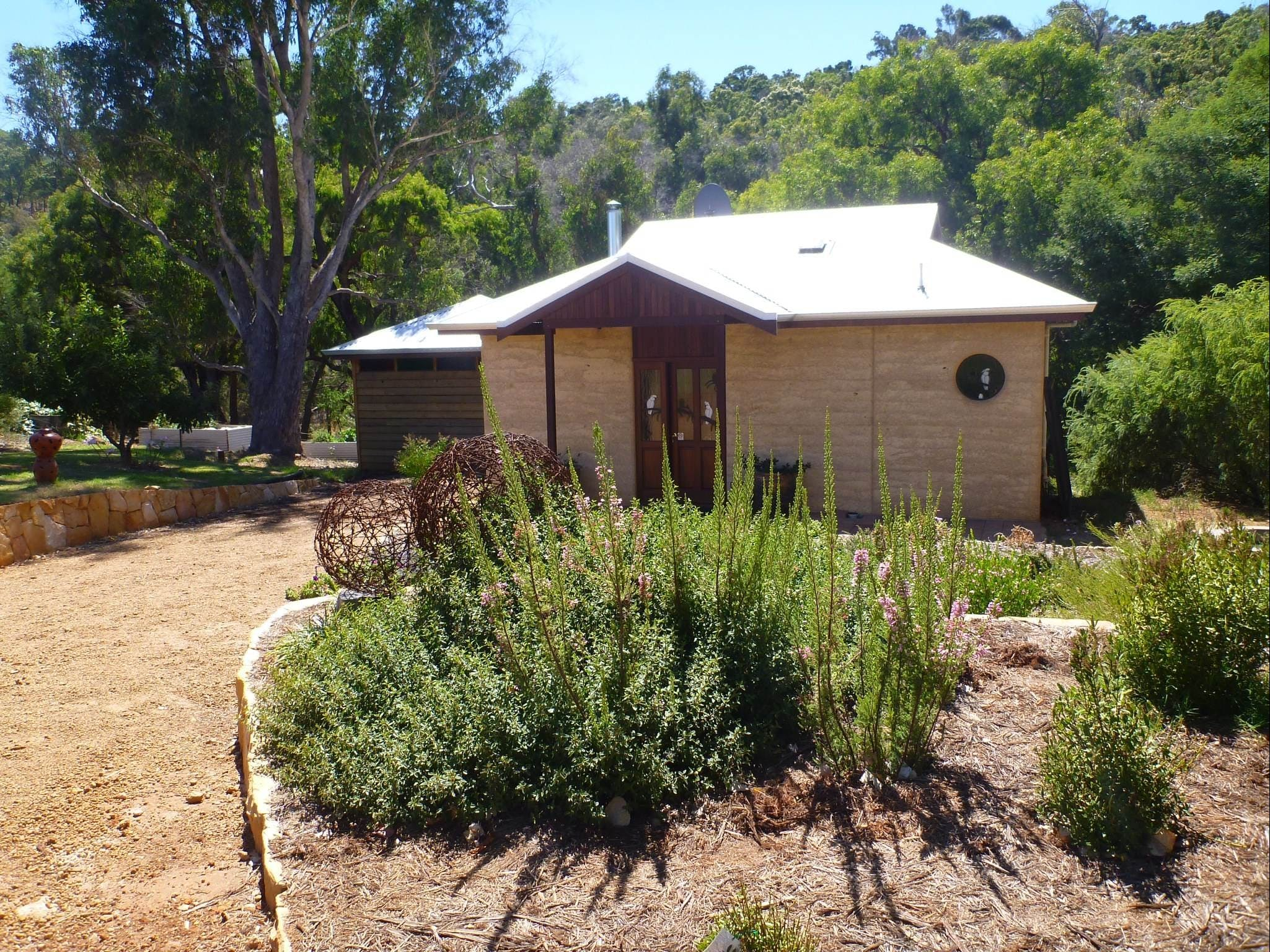Jalbrook  Estate-  CottagesAlpacasGallery  Function Centre - Accommodation Perth