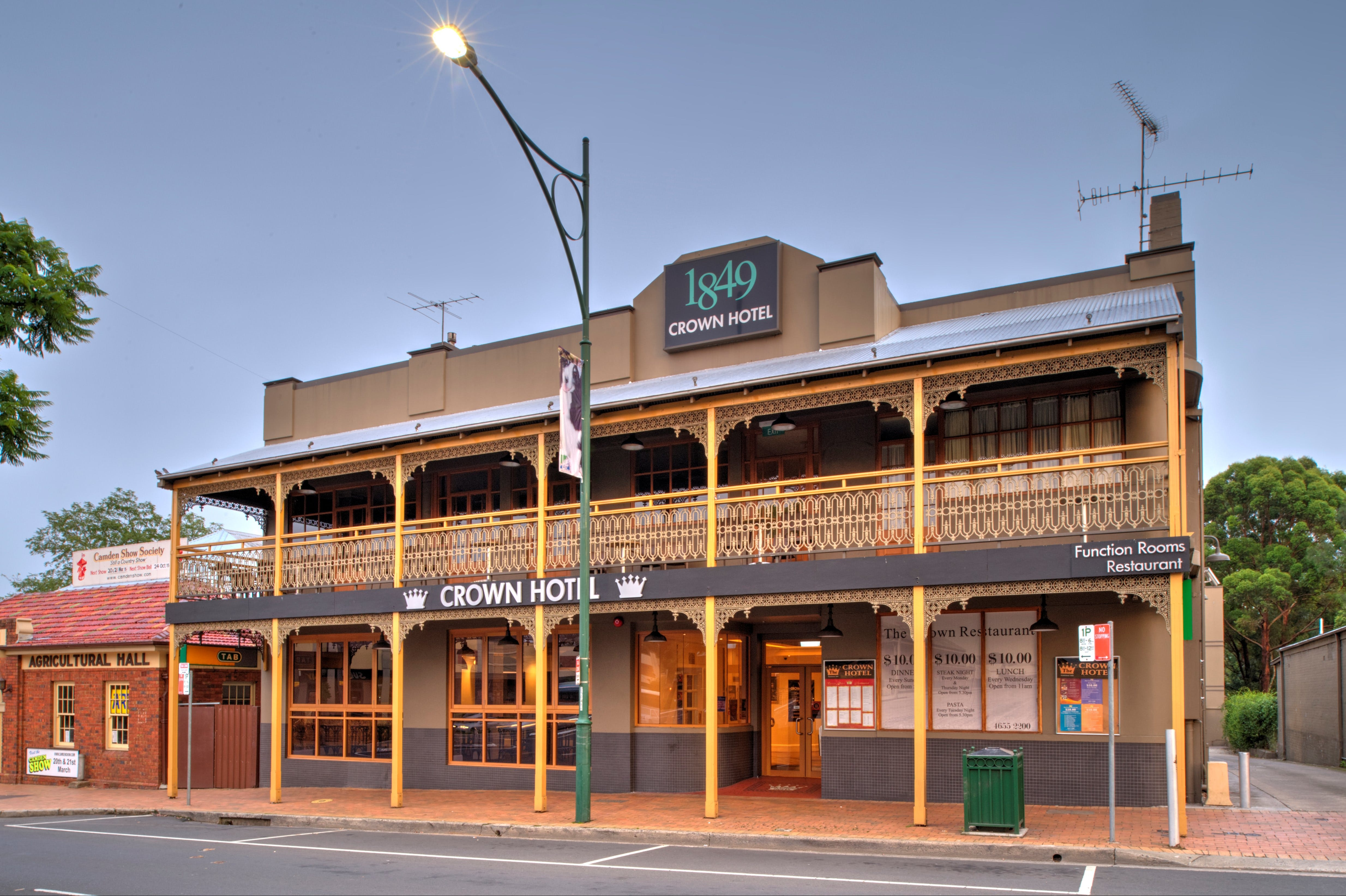 The Crown Hotel Motel - Accommodation Perth
