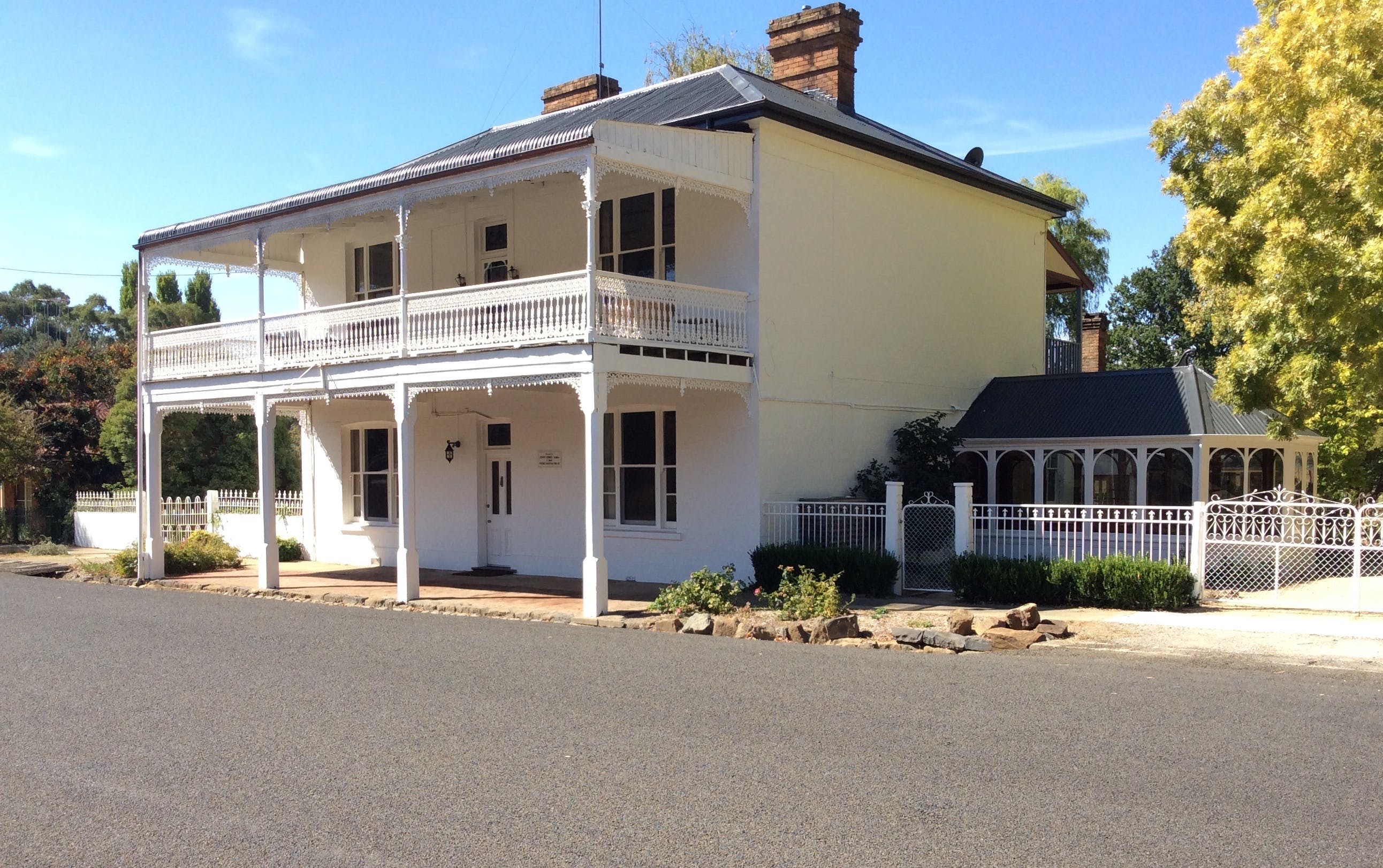 The White House Carcoar - Accommodation Perth