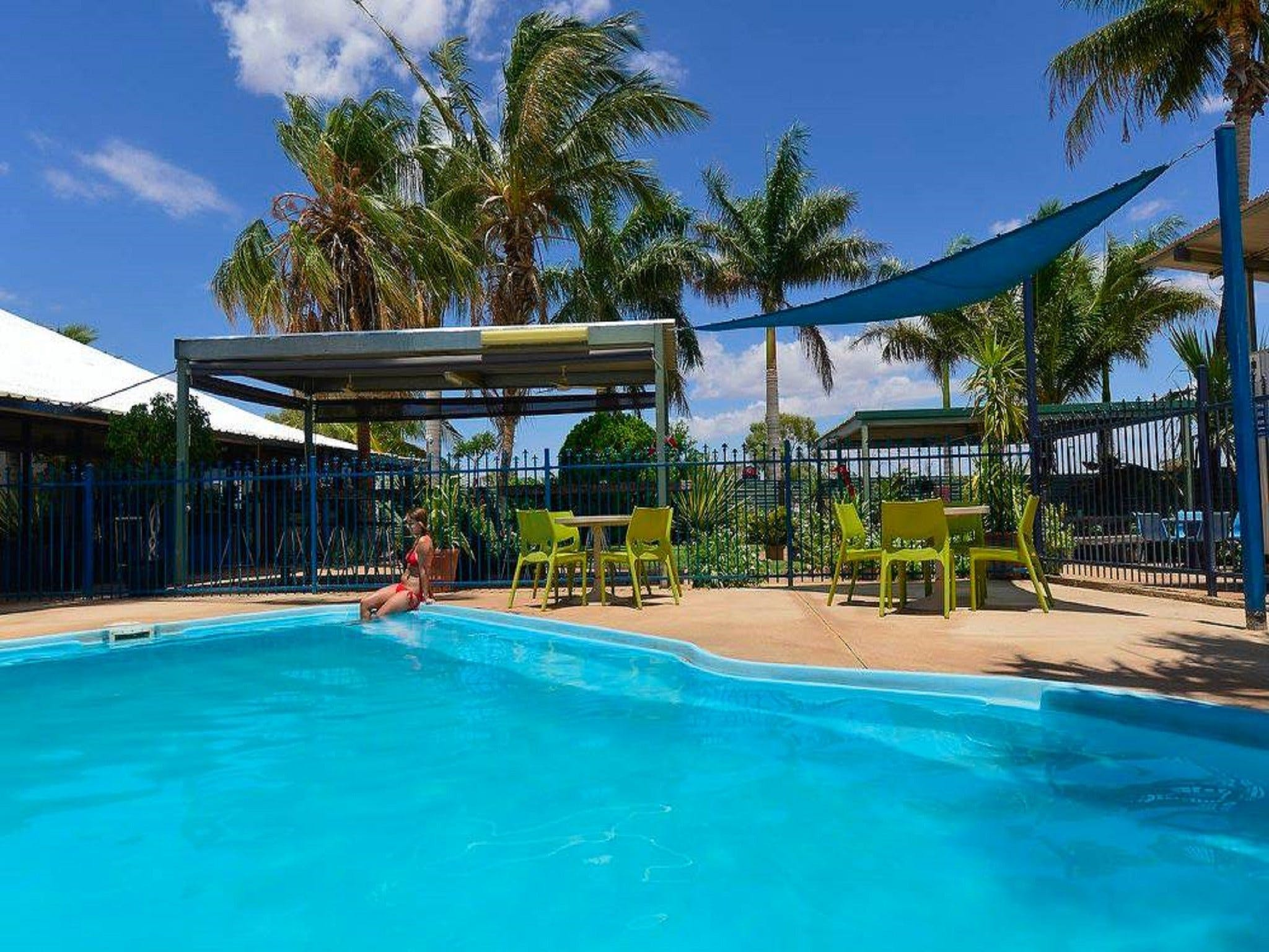 Devils Marbles Hotel - Accommodation Perth
