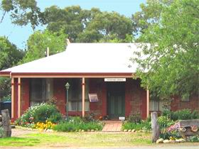 Stacey Studio Gallery  Almond Grove BB - Accommodation Perth