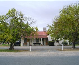 Round Hill Hotel - Accommodation Perth