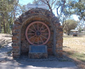 Jindera Pioneer Cairn - Accommodation Perth