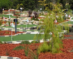 18 Hole Mini Golf - Club Husky - Accommodation Perth