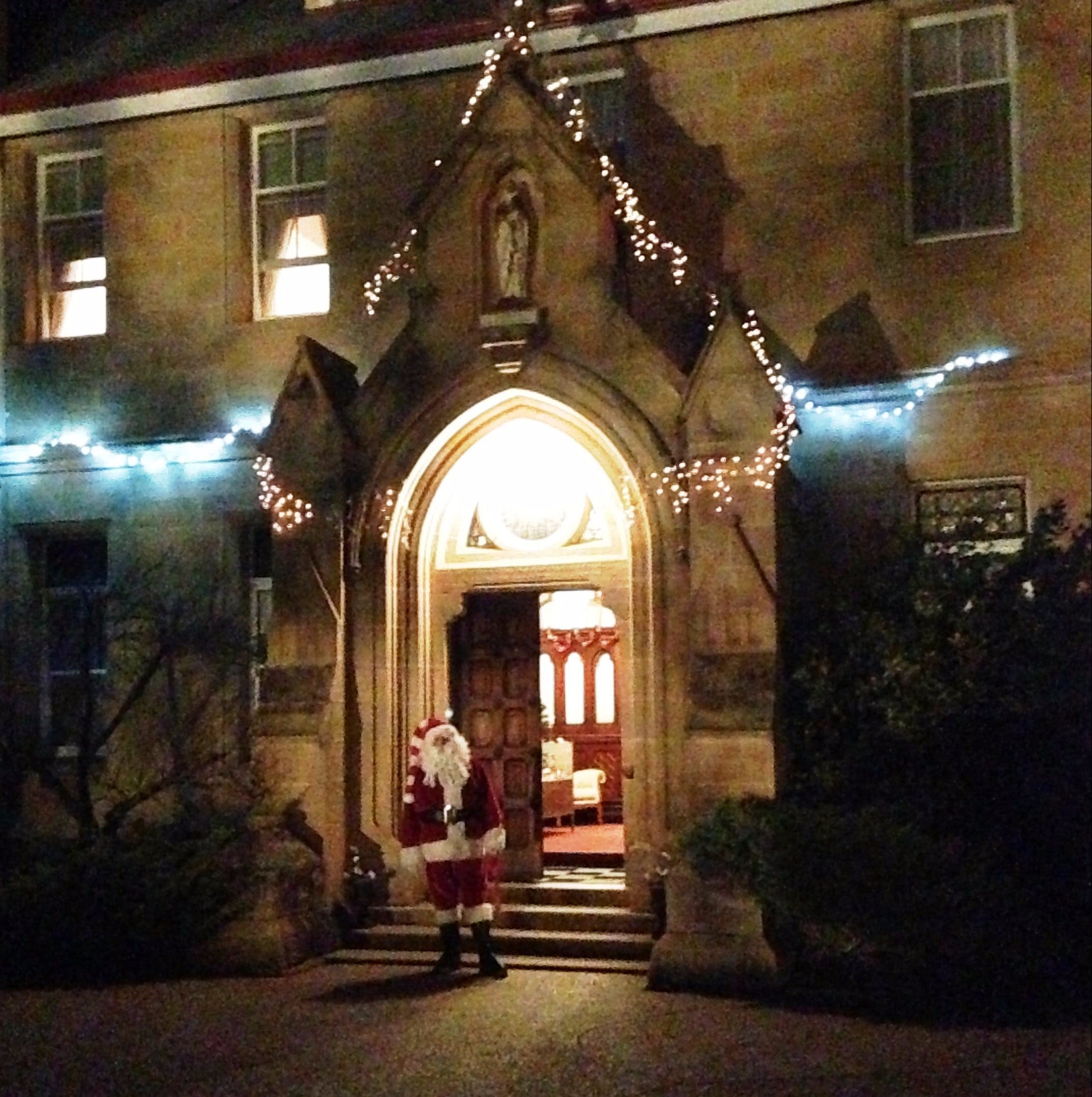 Abbey of the Roses - Christmas in July - Accommodation Perth