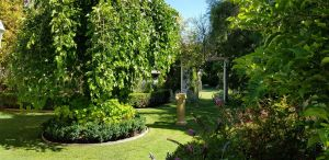 Camelot Garden Stroll - Accommodation Perth
