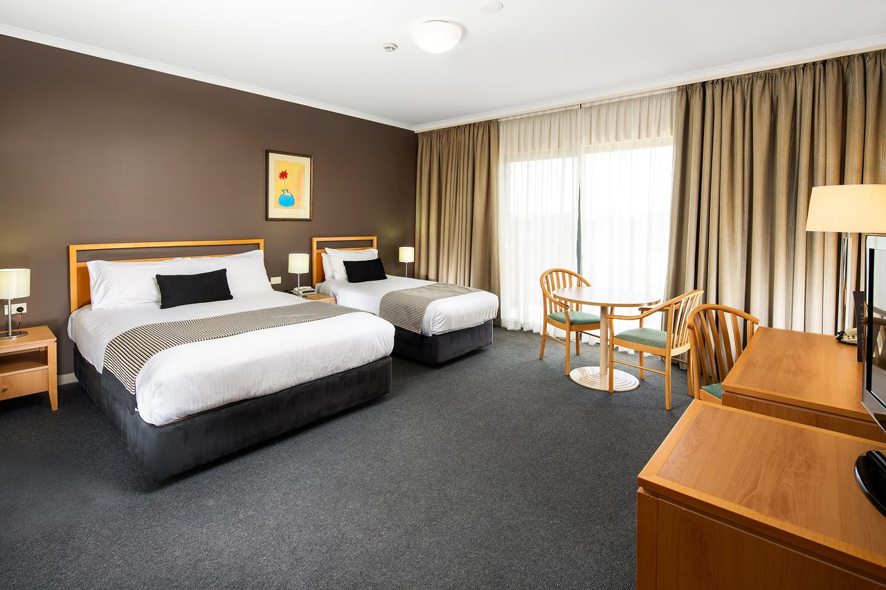 The Woden Hotel - Accommodation Perth