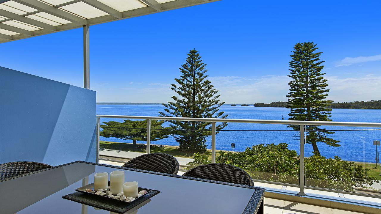 Lakeside Waterfront Apartment 18 The Entrance - Accommodation Perth