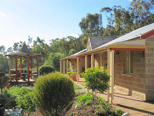 Riesling Trail  Clare Valley Cottages - Accommodation Perth