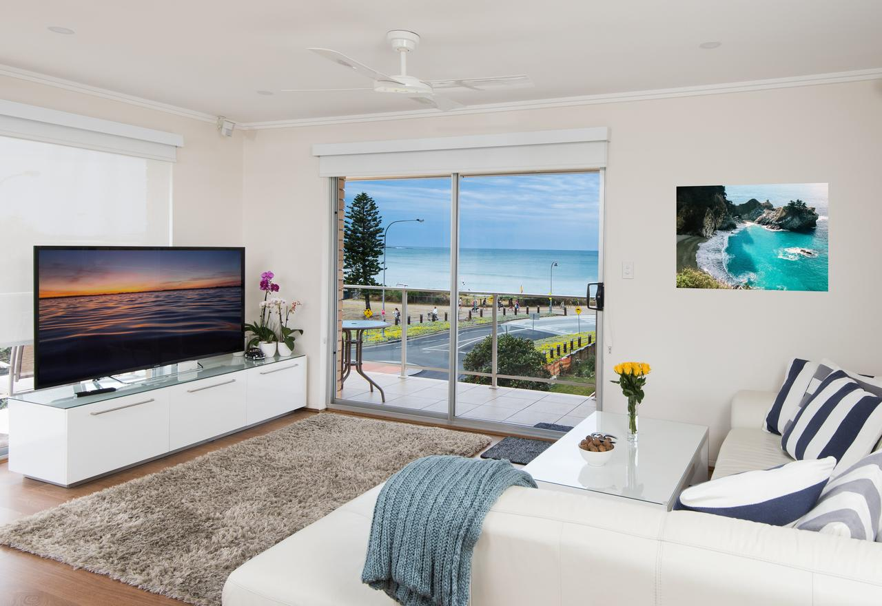 Stylish 3 Bedroom Beachview Apartment - Accommodation Perth