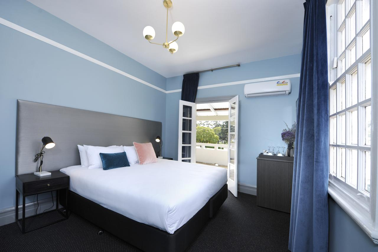 The Stirling Arms Hotel - Accommodation Perth