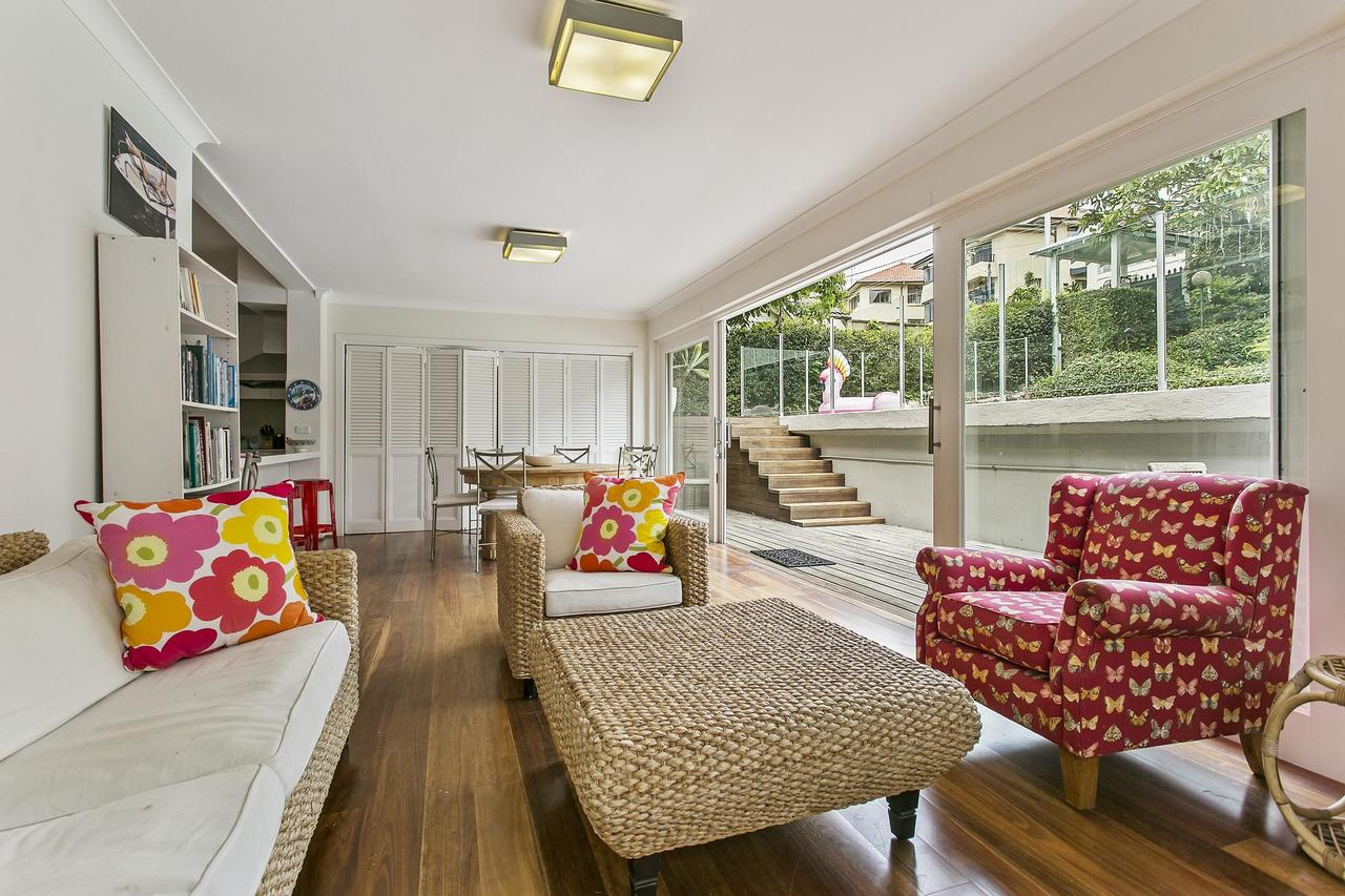 Summery spacious 4 bed home in Kurraba Point - Accommodation Perth