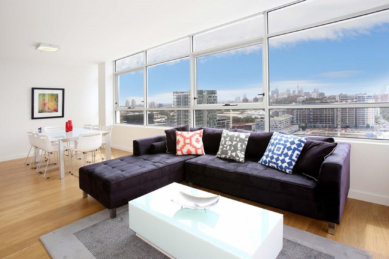 Gadigal Groove - Modern and Bright 3BR Executive Apartment in Zetland with Views - Accommodation Perth