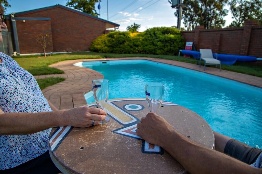 Golden Country Motel and Caravan Park - Accommodation Perth