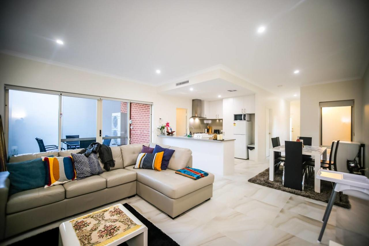 VIP Stays - Villa De Burswood Luxury 3BR Suite w/ King Bed FREE WIFI - Accommodation Perth