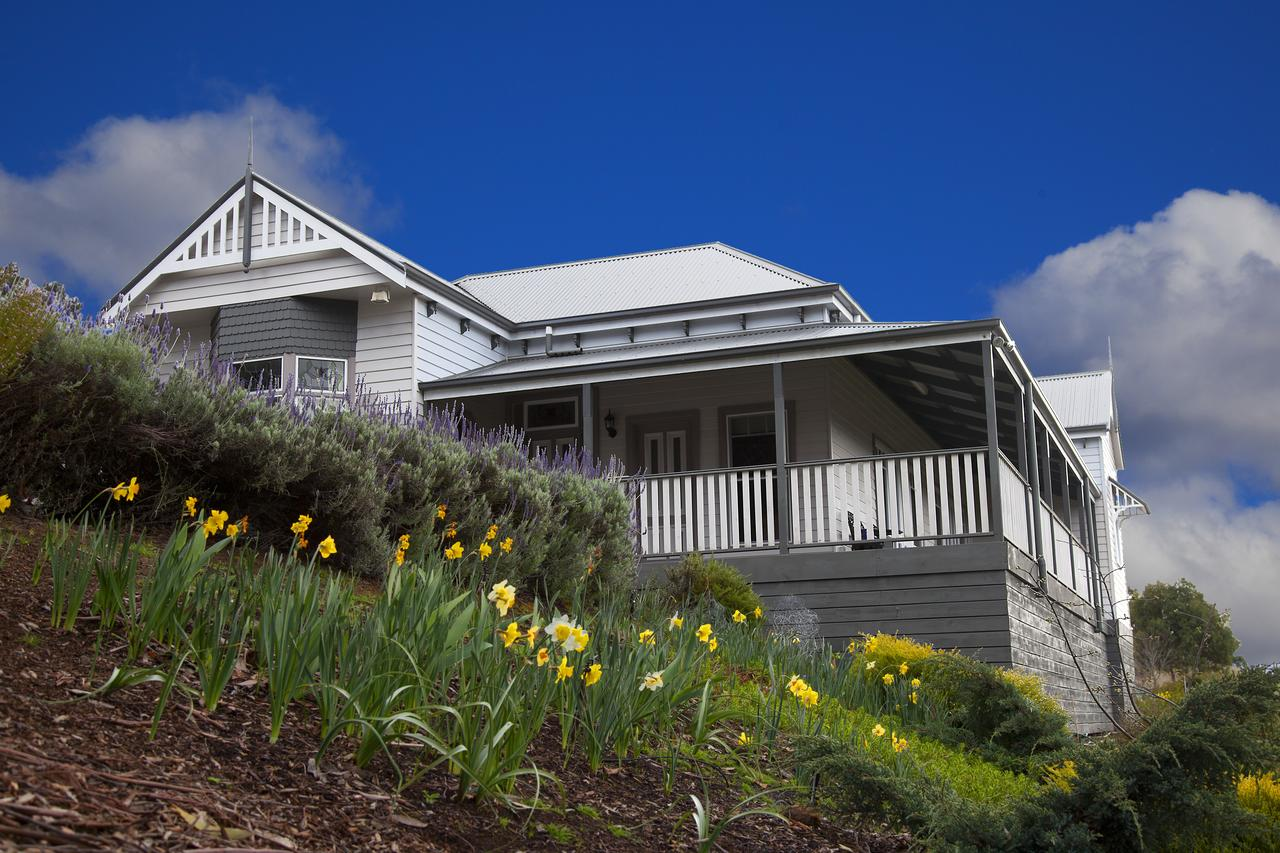 House on the Hill Bed and Breakfast - Accommodation Perth