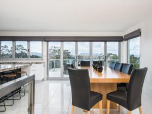 Paradise Point - Tamar Valley 14 Persons Residence with pool - Accommodation Perth