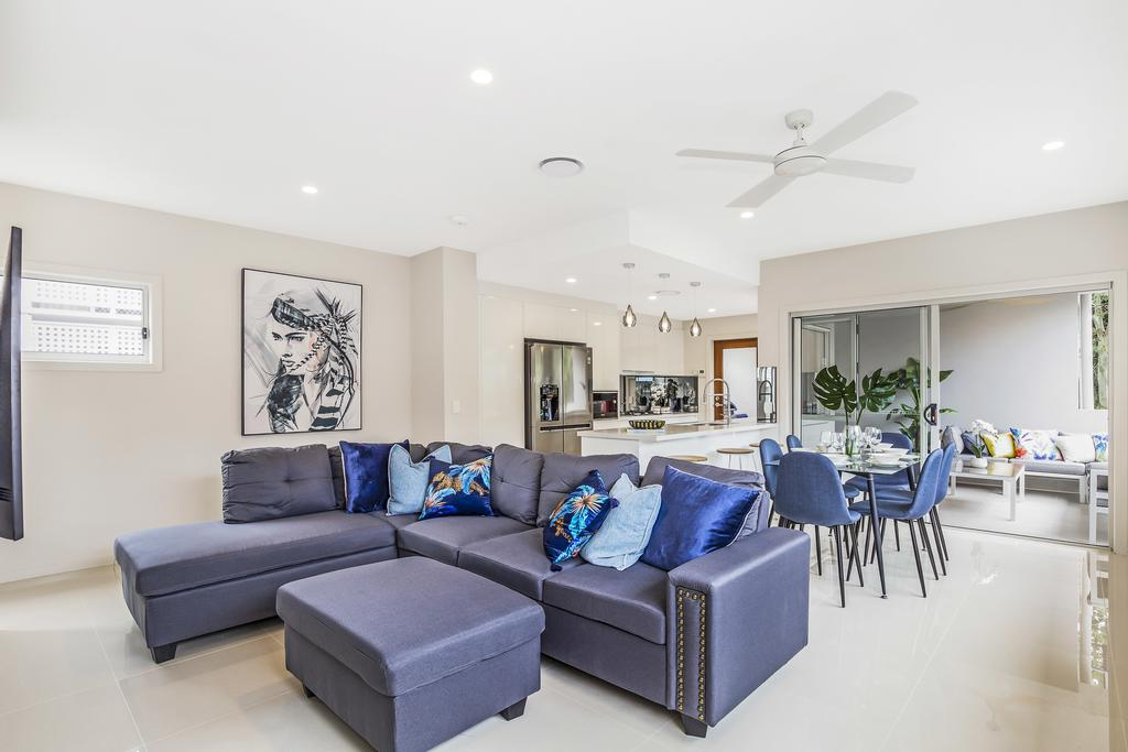 Park Avenue Luxe Townhouse Brand New Sleeps 9 - Accommodation Perth