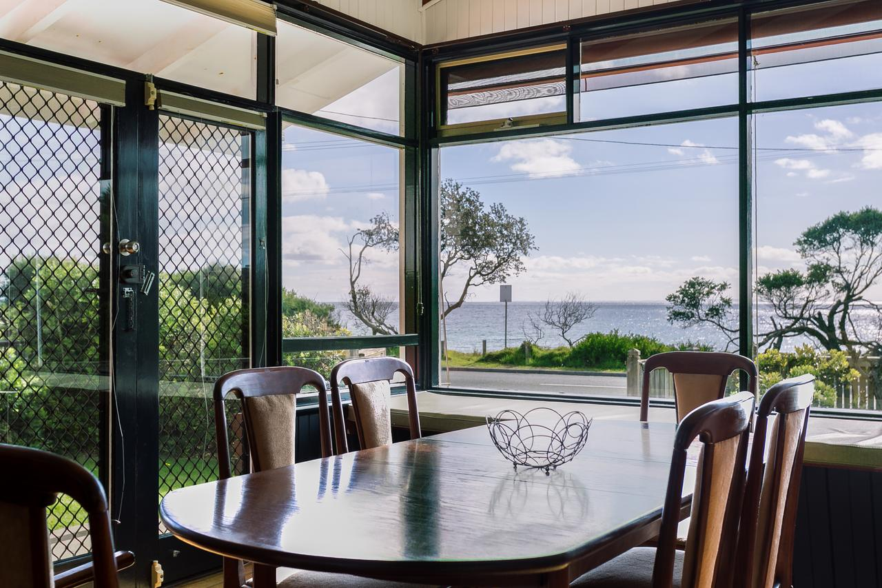 Beach Front Beauty - Ocean front views - Accommodation Perth