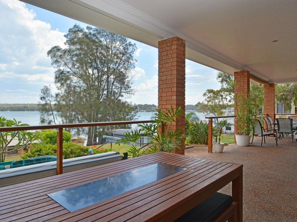 The House on the Lake  Fishing Point Lake Macquarie - honestly put the line in and catch fish - Accommodation Perth
