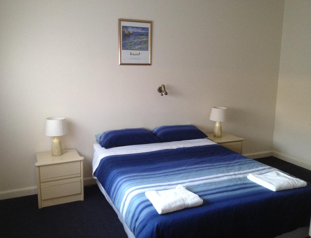 Rosebud Beach Unit 200 mt to Beach. Late checkout - Accommodation Perth