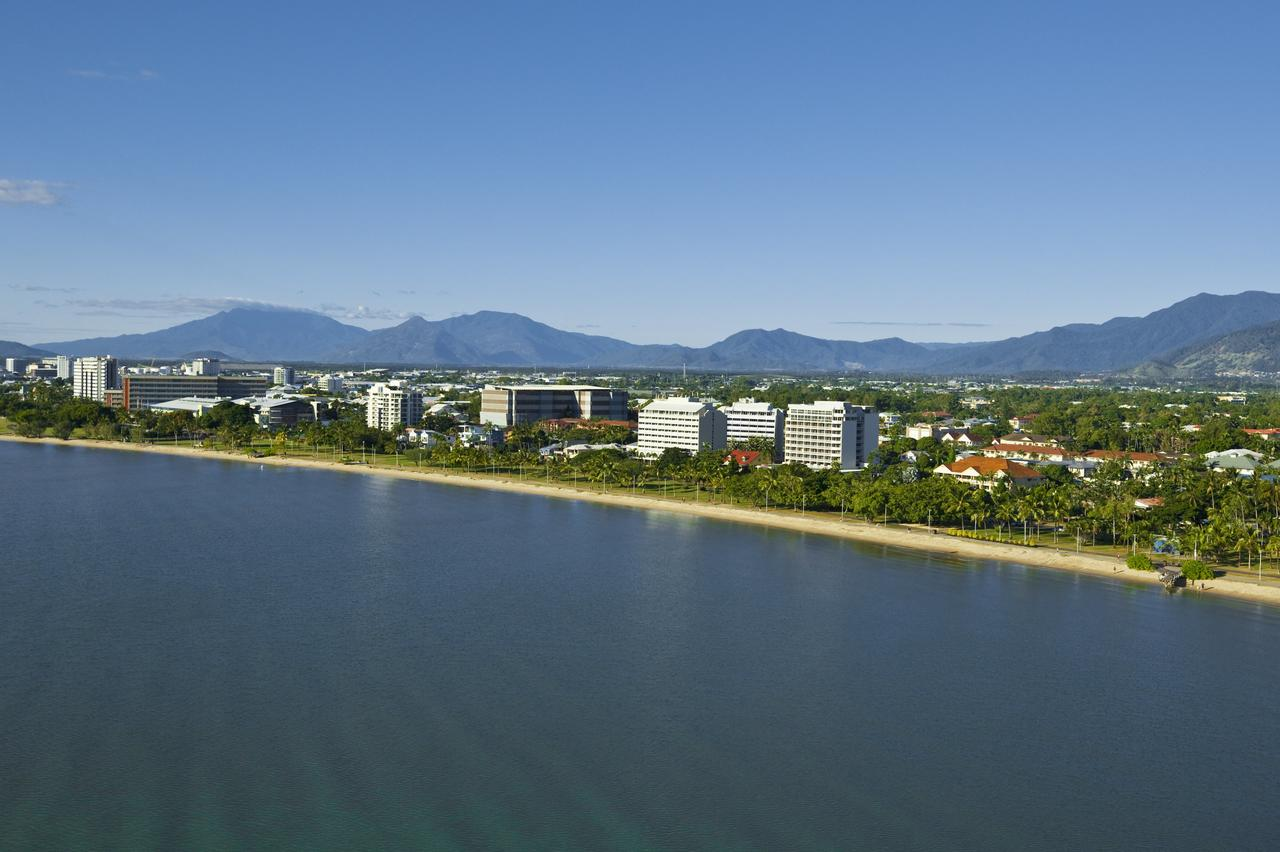 Holiday Inn Cairns Harbourside - Accommodation Perth