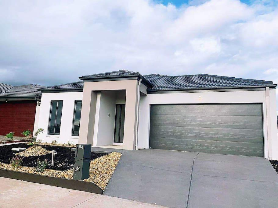 4Bed 2Bath Cozy Guesthouse in Tarneit - Accommodation Perth