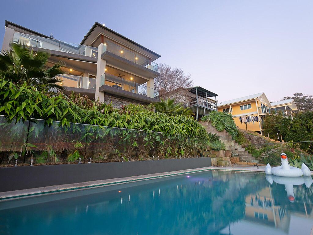 Absolute Waterfront Lakehouse Fishing Point Waterfront Pool Jetty - Accommodation Perth
