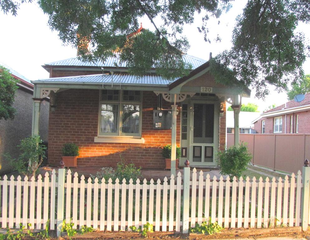 Acacia Cottage on Peel Bathurst - Accommodation Perth