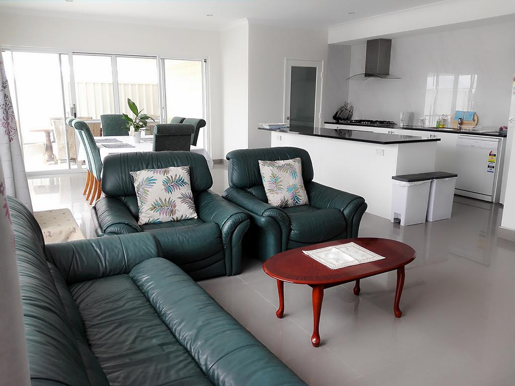 Alkimos Beach Retreat - Accommodation Perth
